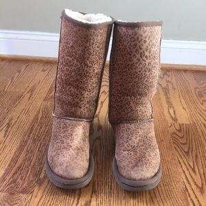 Leopard Tall UGG boots size 8. *FLAWED*see listing